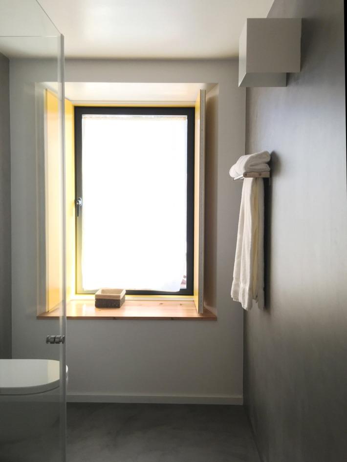 triple-bathroom-media